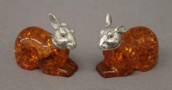 A pair of model rabbits. 5.5 cm high.