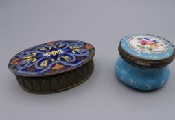 Two enamel patch boxes. The largest 6 cm wide.