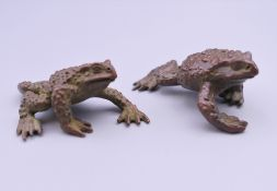 Two bronze models of toads. The largest 6 cm long.
