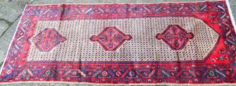 A Hamadan carpet. 270 x 108 cm.