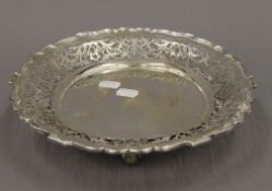 A pierced silver footed dish. 27.5 cm diameter. 15.6 troy ounces.