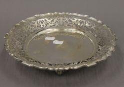 A pierced silver footed dish. 27.5 cm diameter. 15.6 troy ounces.