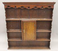 An oak dresser rack. 121 cm wide.