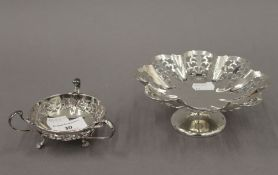 Two pierced silver dishes. The largest 15 cm diameter. 7.9 troy ounces.
