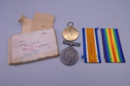 A pair of WWI service medals to PTE.W.MELLOR.CHES.R.
