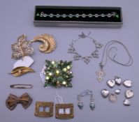 A quantity of various jewellery.