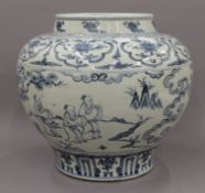 A Chinese blue and white porcelain bulbous vase. 29 cm high.
