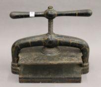 A vintage cast iron book press. 35.5 cm wide.