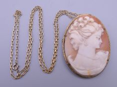 A cameo brooch pendant. 4.5 cm wide.