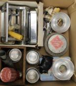 A quantity of vintage kitchenalia