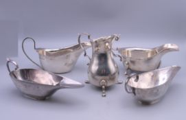 Two pairs of silver sauce boats and a cream jug. The largest sauce boat 15.5 cm wide. 13.