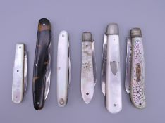 Six silver bladed fruit knives. The largest 7.5 cm long folded.