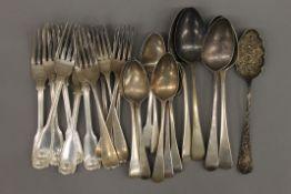 A quantity of silver flatware. 52.6 troy ounces.