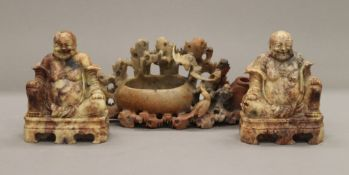 Two carved soapstone buddhas and a carved soapstone brush washer. The latter 20 cm wide.