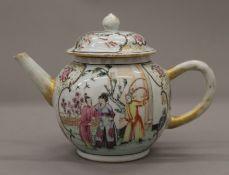 An 18th century Chinese export tea pot. 12.5 cm high.