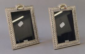 A pair of silver photograph frames. 13.5 x 19.5 cm.