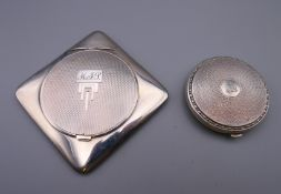 Two silver compacts. The largest 8 cm wide. 152 grammes total weight.