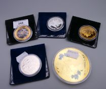A quantity of various coins.