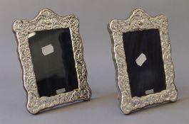 A pair of silver photograph frames. 14.5 x 19.5 cm.