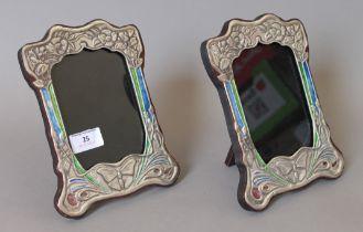 A pair of Art Nouveau style silver photograph frames. 16 x 21 cm.