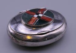 A silver and agate snuff box. 9 cm wide.