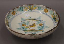 An Italian Maiolica footed circular bowl. 23.5 cm diameter.