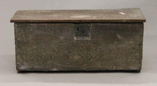 An 18th century elm plank coffer. 80 cm wide.