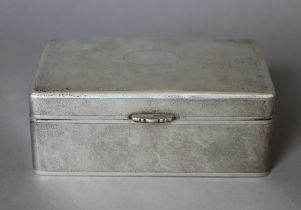 A Chinese silver cigarette box. 15.5 cm wide. 595.2 grammes total weight.