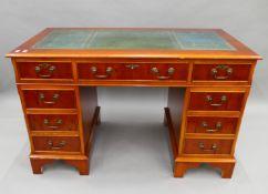 A modern pedestal desk and matching filing cabinet. The former 122 cm wide.