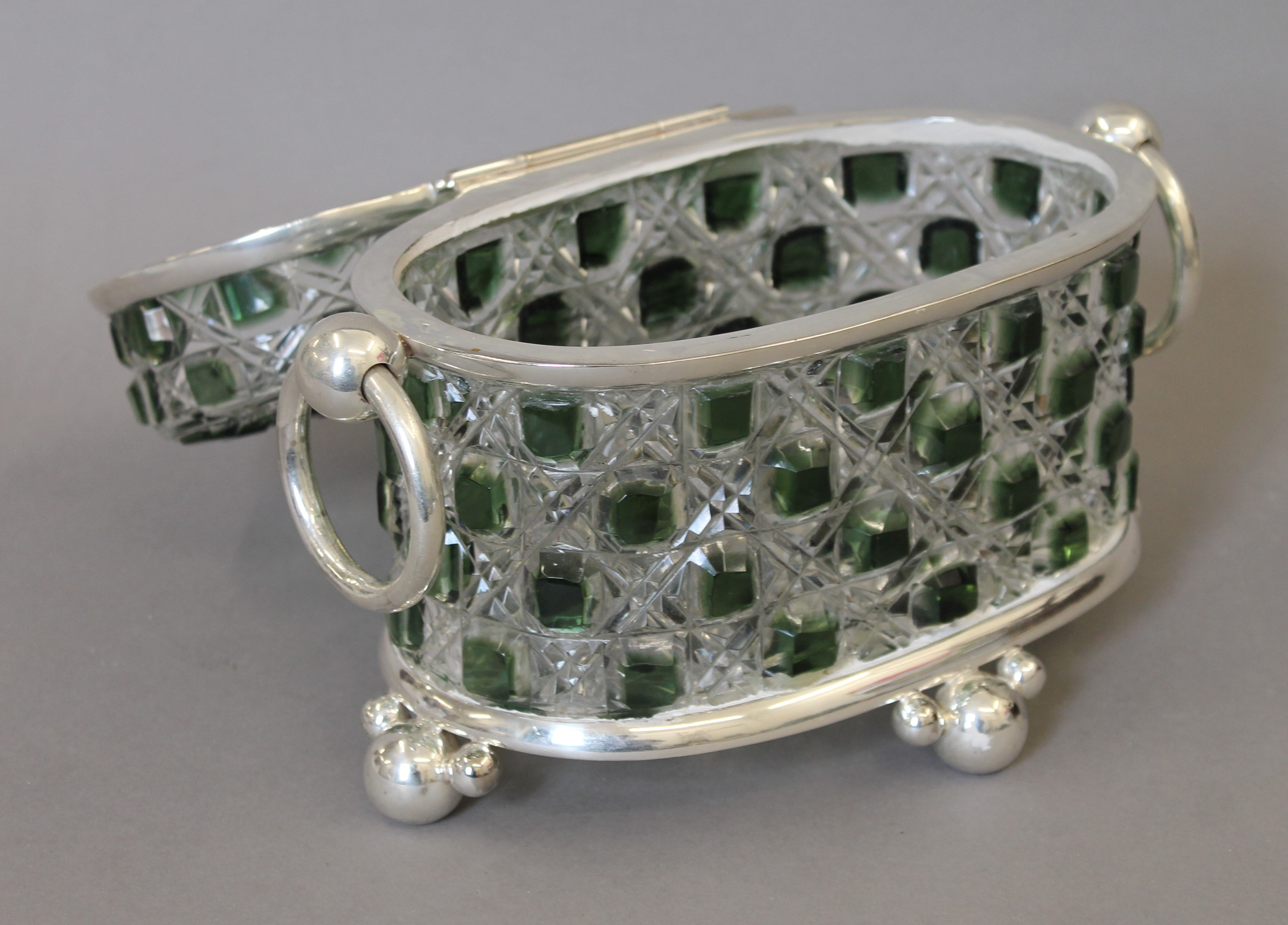 A green cut glass and silver plated casket. 26 cm wide. - Image 4 of 4