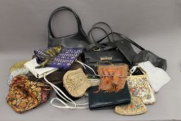 A quantity of vintage handbags and a vintage hat.