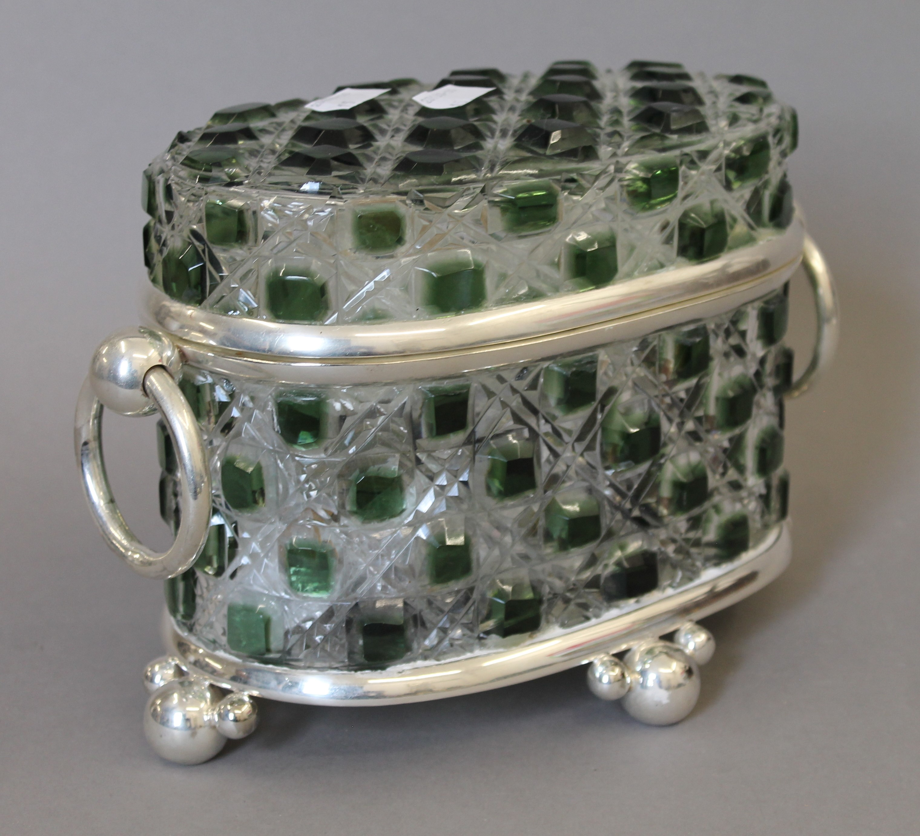 A green cut glass and silver plated casket. 26 cm wide. - Image 3 of 4