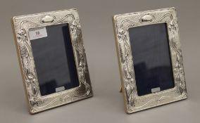 A pair of Art Nouveau style silver photograph frames. 14 x 18.5 cm.