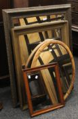 A quantity of various wall mirrors. The largest 93.5 x 75 cm.