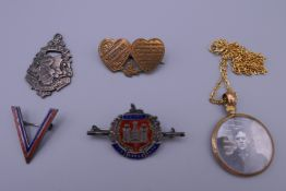 A small quantity of brooches, etc., including two enamelled military examples. Pendant 2.