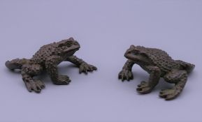 A pair of bronze frogs. 6 cm long, 2.5 cm high.