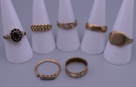 Five 9 ct gold rings and two unmarked rings. 15.5 grammes total weight.