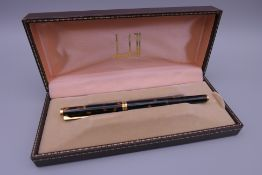 A Dunhill fountain pen with a 14 ct gold nib, boxed. 13.75 cm long.