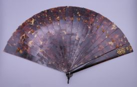A Victorian tortoiseshell fan. 23.5 cm high.