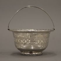 A small sterling silver basket. 9.5 cm diameter. 2.2 troy ounces.
