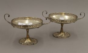 A pair of silver tazzas on lily pad feet. Each 23.5 cm wide. 21.5 troy ounces.