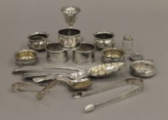 A quantity of small silver items. 14.3 troy ounces of weighable silver.