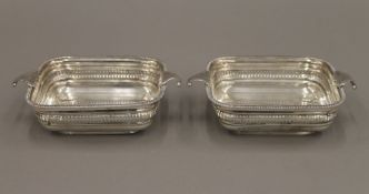 A pair of silver pierced dishes. Each 16 cm wide. 10 troy ounces.
