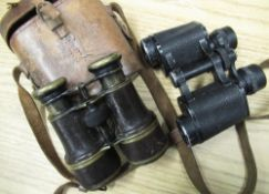 Early 20th C Galilean binoculars, brass body with leather trim and pull out objective lens hoods, in