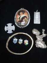 Hallmarked Sterling silver ingot pendant stamped Sheffield, 1977 a sterling silver brooch stamped