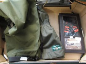 Pair of Alan Paine Chorley gators in olive green and a pair of Harkila braces