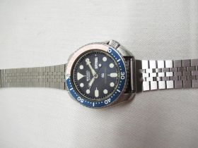Seiko divers 150m quartz wristwatch with day date, rotating. Stainless steel case with rotating