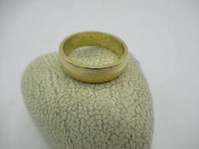 18ct gold wedding band, 6.4g