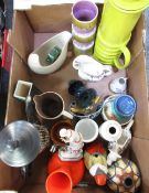 box of various ceramics including large lime green coffee pot, two Susie Cooper pin dishes etc