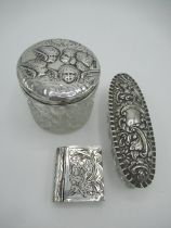 Edward VII hallmarked Sterling silver lidded dressing table jar with repoussé cherub head decoration